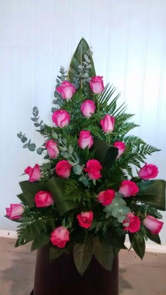 centro de rosas fucxia