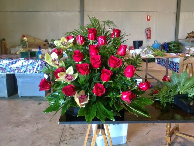 centro de rosas rojas