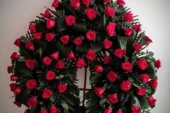 corona de 3 centros de rosas de importación