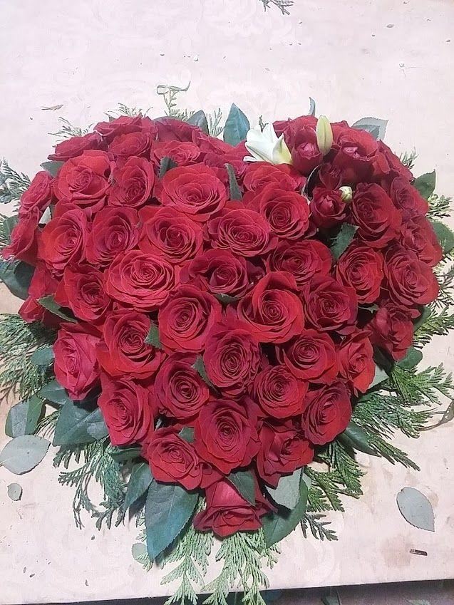 corazón de rosas difunto