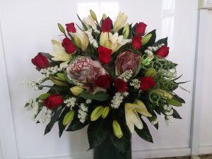 ramo navidad brasica rosas rojas lilium